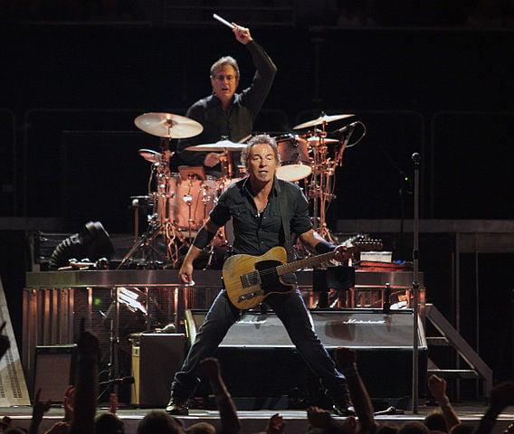 Bruce Springsteen Performs Prince's Purple Rain
